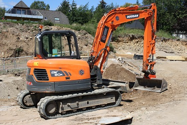 Tracked mini digger